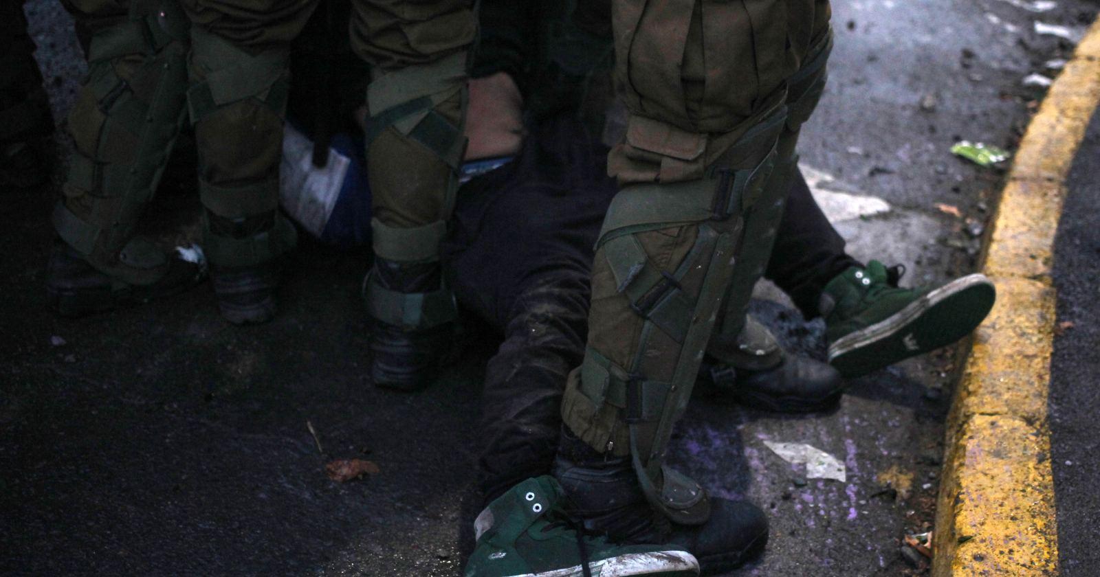 Tres carabineros detenidos por torturas en comisaría de Peñalolén