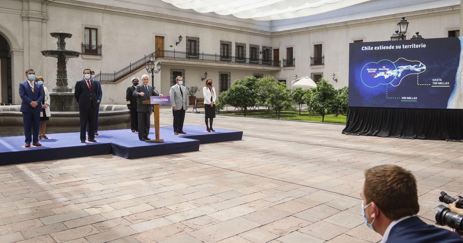 """""""Presidente Piñera anuncia reclamación internacional por territorio submarino entre Rapa Nui y el continente"""""""