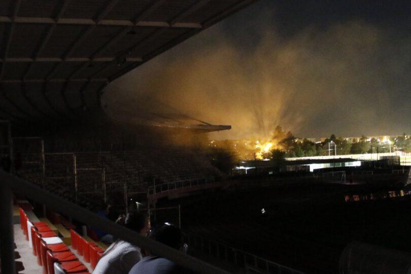 Incendio y corte de luz obligó a suspender duelo de Curicó Unido y U. Católica