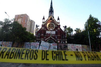 FOTOS – Así quedaron las iglesias quemadas durante manifestaciones por primer año del estallido social