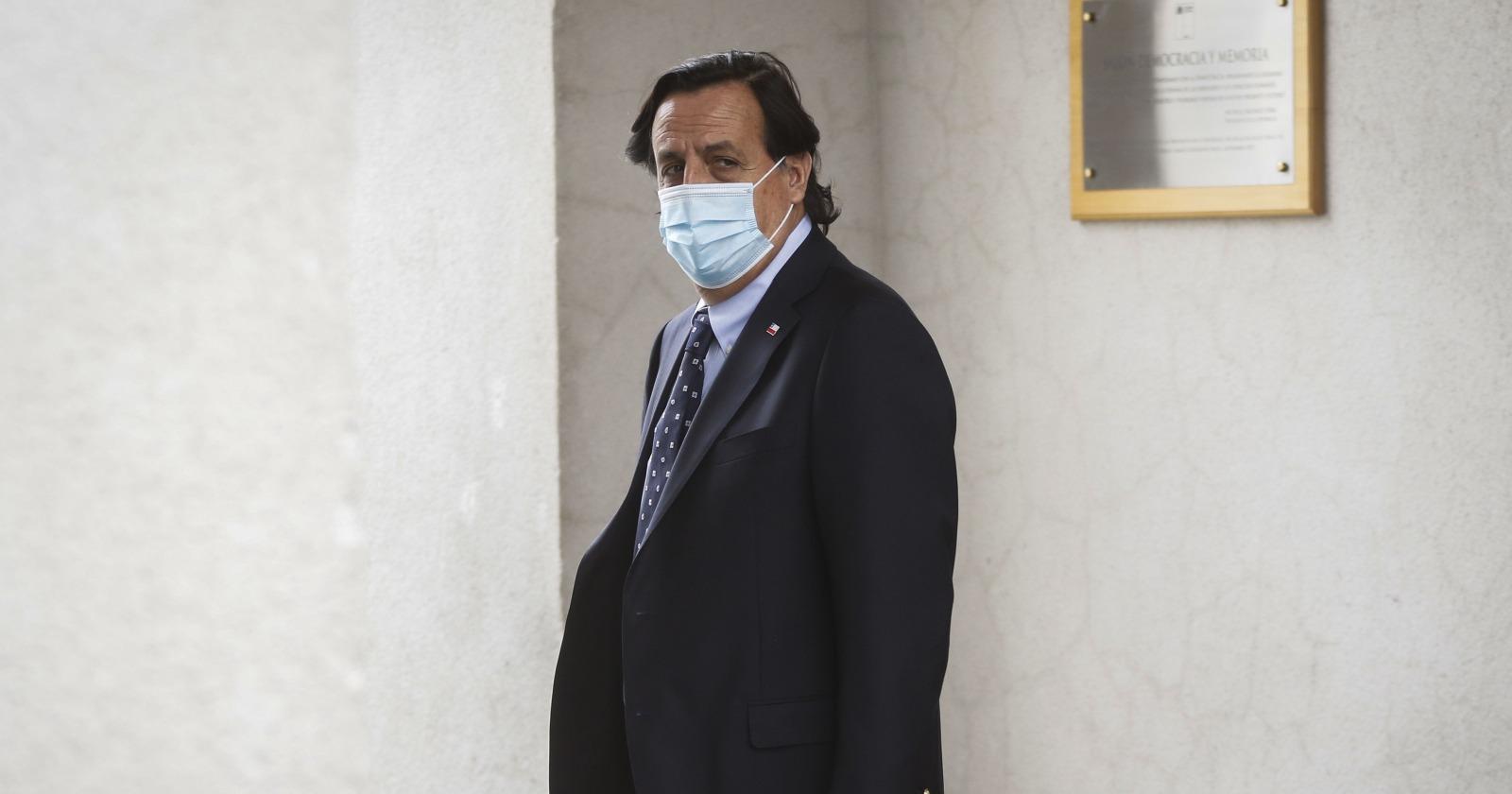 Defensa de ministro Pérez afirma que Carabineros no depende de Interior