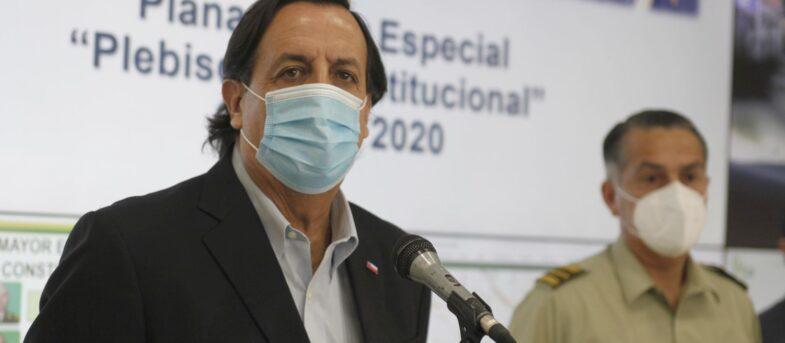 """Ministro Pérez: """"Esperamos que las personas con COVID-19 se queden en sus casas"""""""