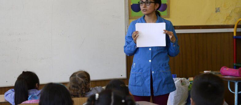La beca que permite que profesionales de diferentes áreas se formen como docentes