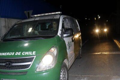 Violento ataque a comisaría de Puente Alto dejó un carabinero lesionado