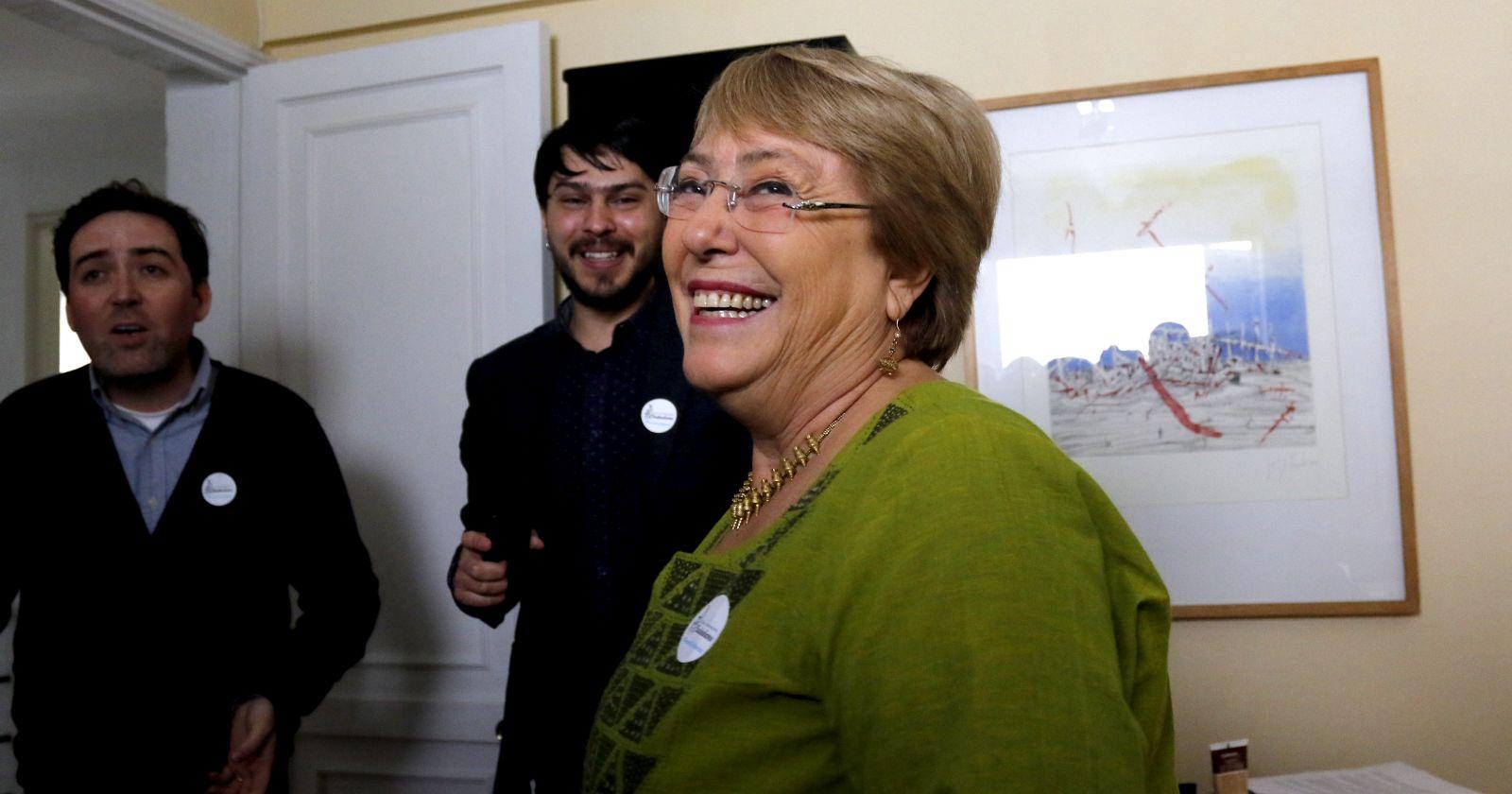 """Michelle Bachelet: """"Nadie tiene dudas que estoy por el Apruebo y la Convención Constitucional"""""""