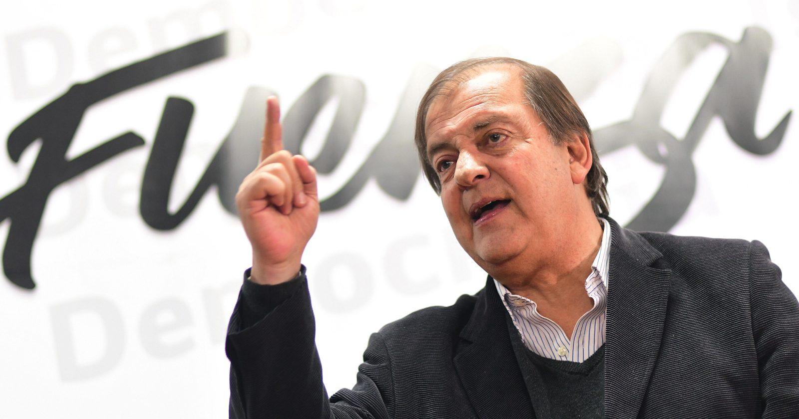 """Francisco Vidal ratifica su candidatura presidencial y defiende a Lavín: """"Si yo fuera de derecha no lo dejaría ir"""""""