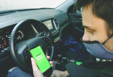 Aplicación de transporte ofrece premios por compartir el auto para ir a votar a otras ciudades