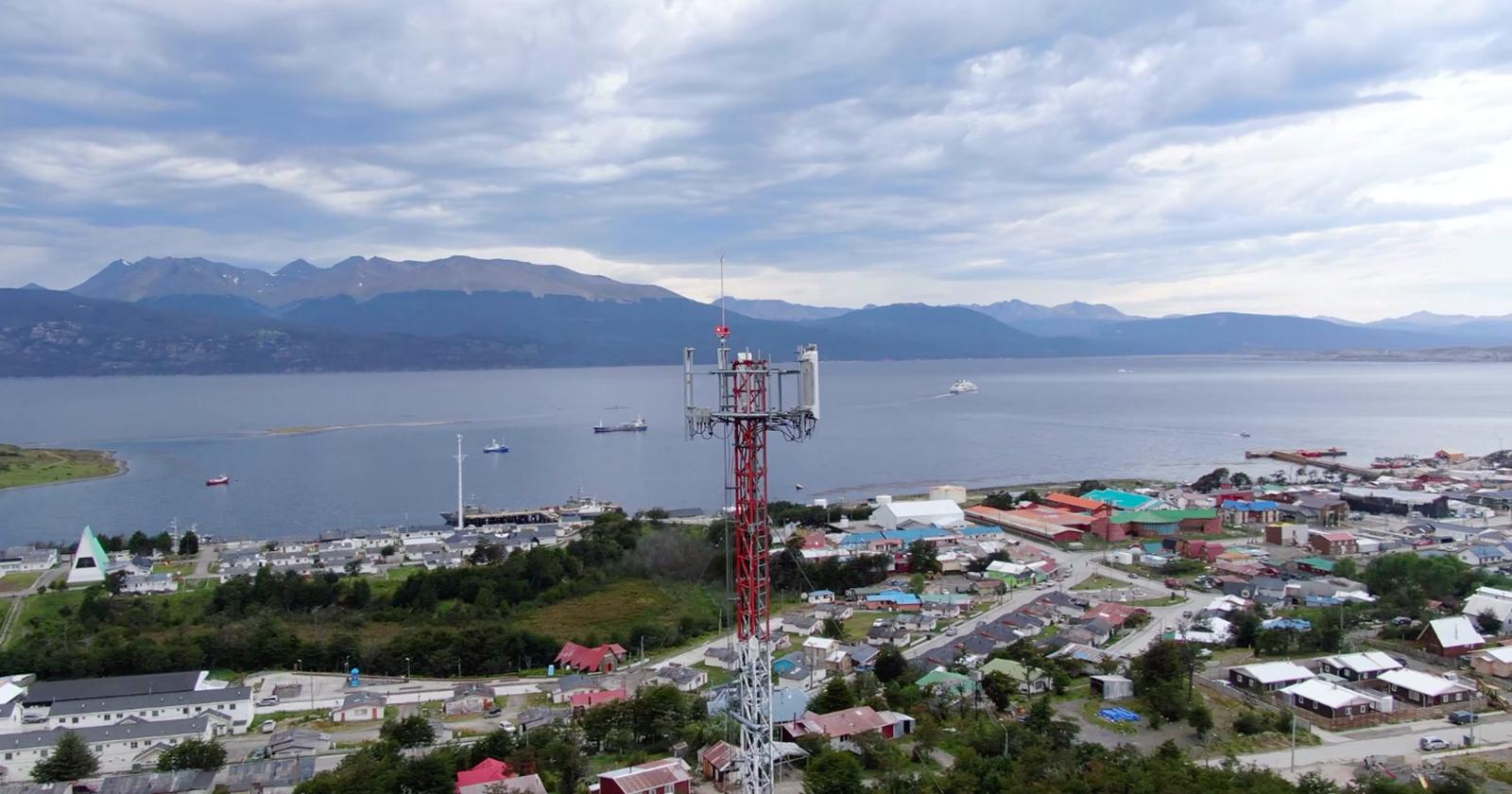 Fibra óptica austral instalada en Puerto Williams permitirá conectividad móvil de alta velocidad