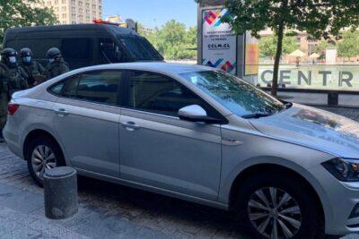 Conductor mal estacionado provocó operativo anti bombas en La Moneda