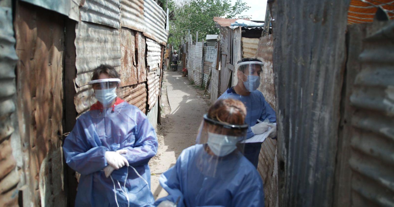El Gobierno de Buenos Aires informó que no descarta imponer medidas más restrictivas si siguen aumentando los contagios.