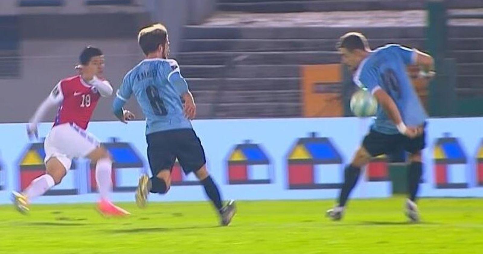"""Ex árbitro Javier Castrilli descartó el penal para Chile: """"Los jugadores no pueden andar como teletubbies"""""""
