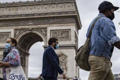Francia registra récord de contagios de COVID-19 en un día y autoridades extienden toque de queda
