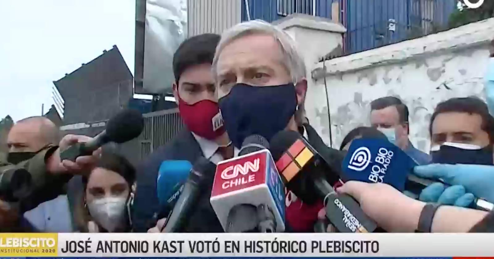 VIDEO - José Antonio Kast hace llamado a votar por una opción pese a estar prohibido
