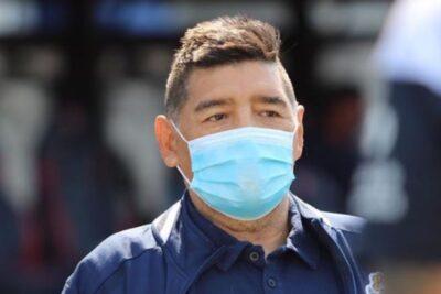 Diego Armando Maradona fue aislado por ser contacto estrecho de caso sospechoso de COVID-19