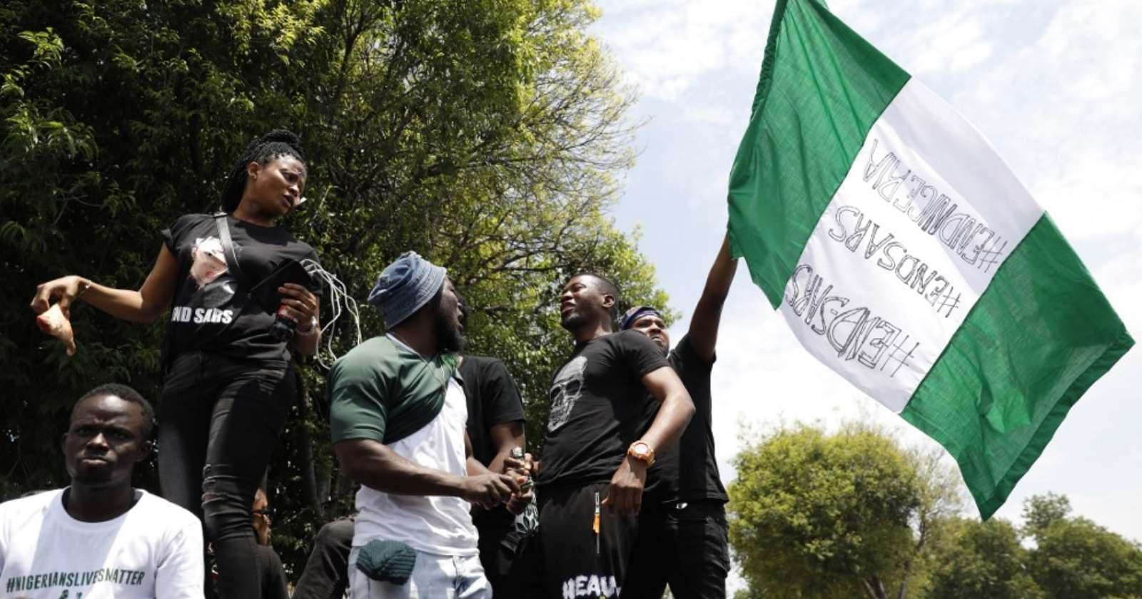 Protestas contra violencia policial en Nigeria dejan decenas de muertos