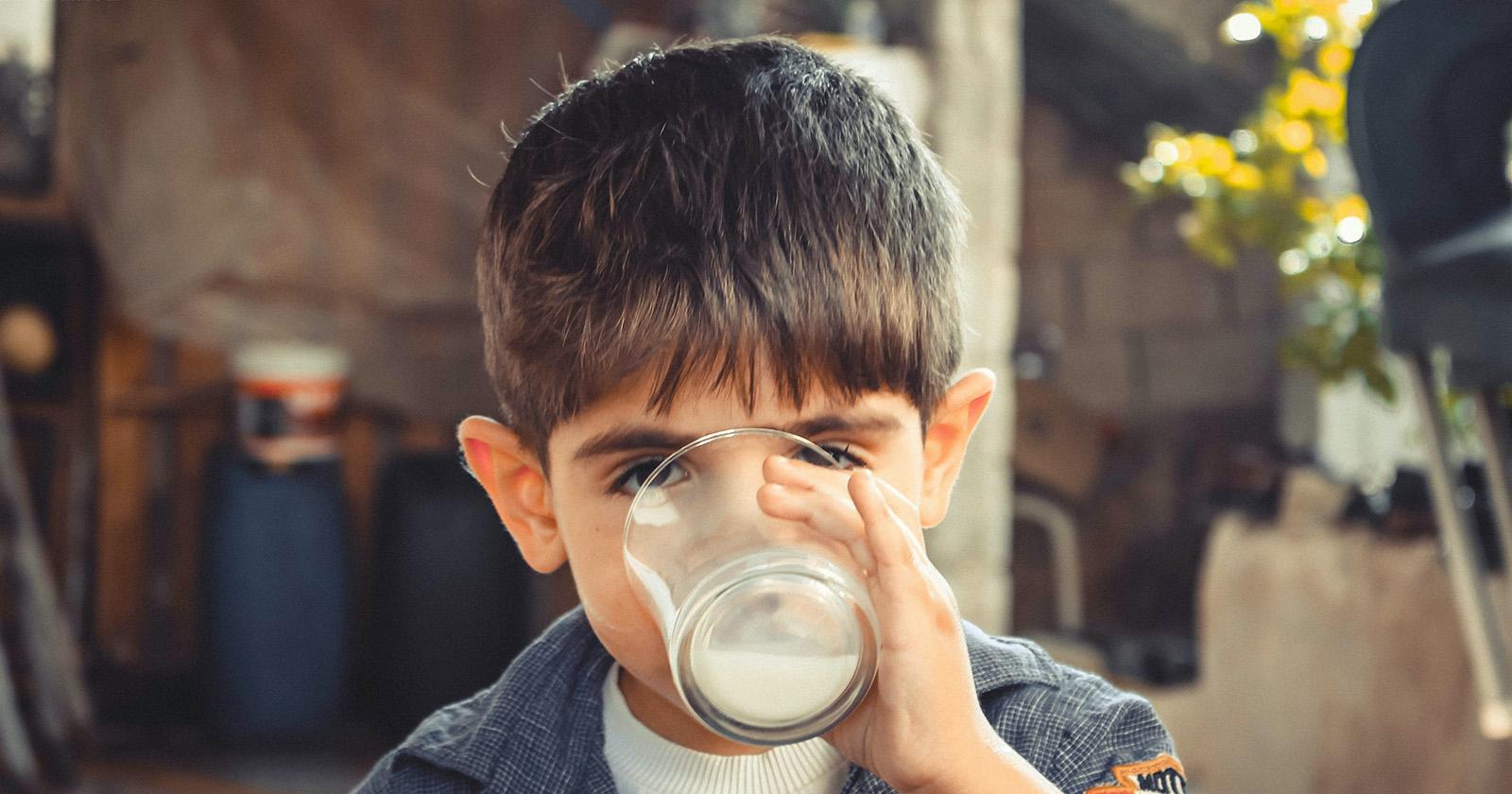 """Productores de leche del sur donaron 44.400 litros de leche a campaña empresarial """"SiEmpre por Chile"""""""