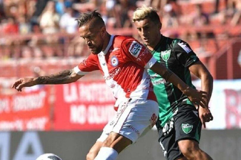 """""""Es una opción muy linda"""": defensa argentino aparece como posible refuerzo de Colo Colo"""