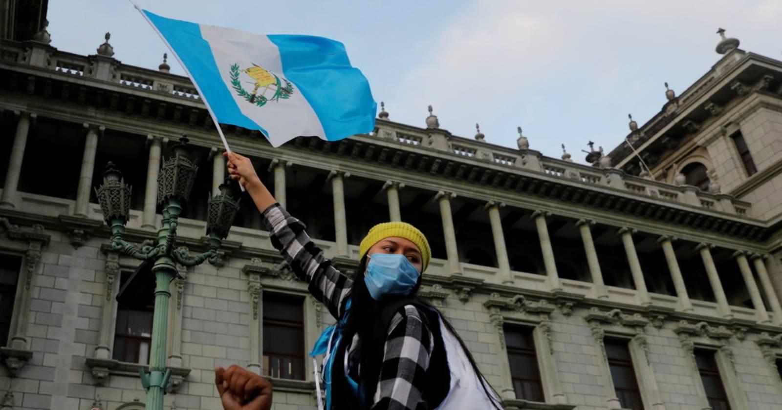 Guatemala suspende aprobación de presupuesto que desató protestas