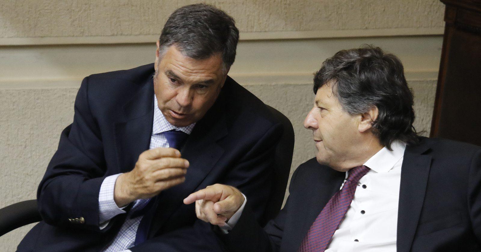 Senadores RN Ossandón y Castro apoyarán segundo retiro del 10%