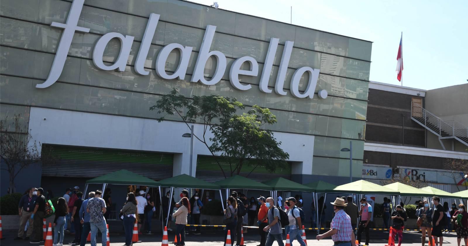 Sernac presentó demandas colectivas contra Paris y Falabella por problemas en compras online