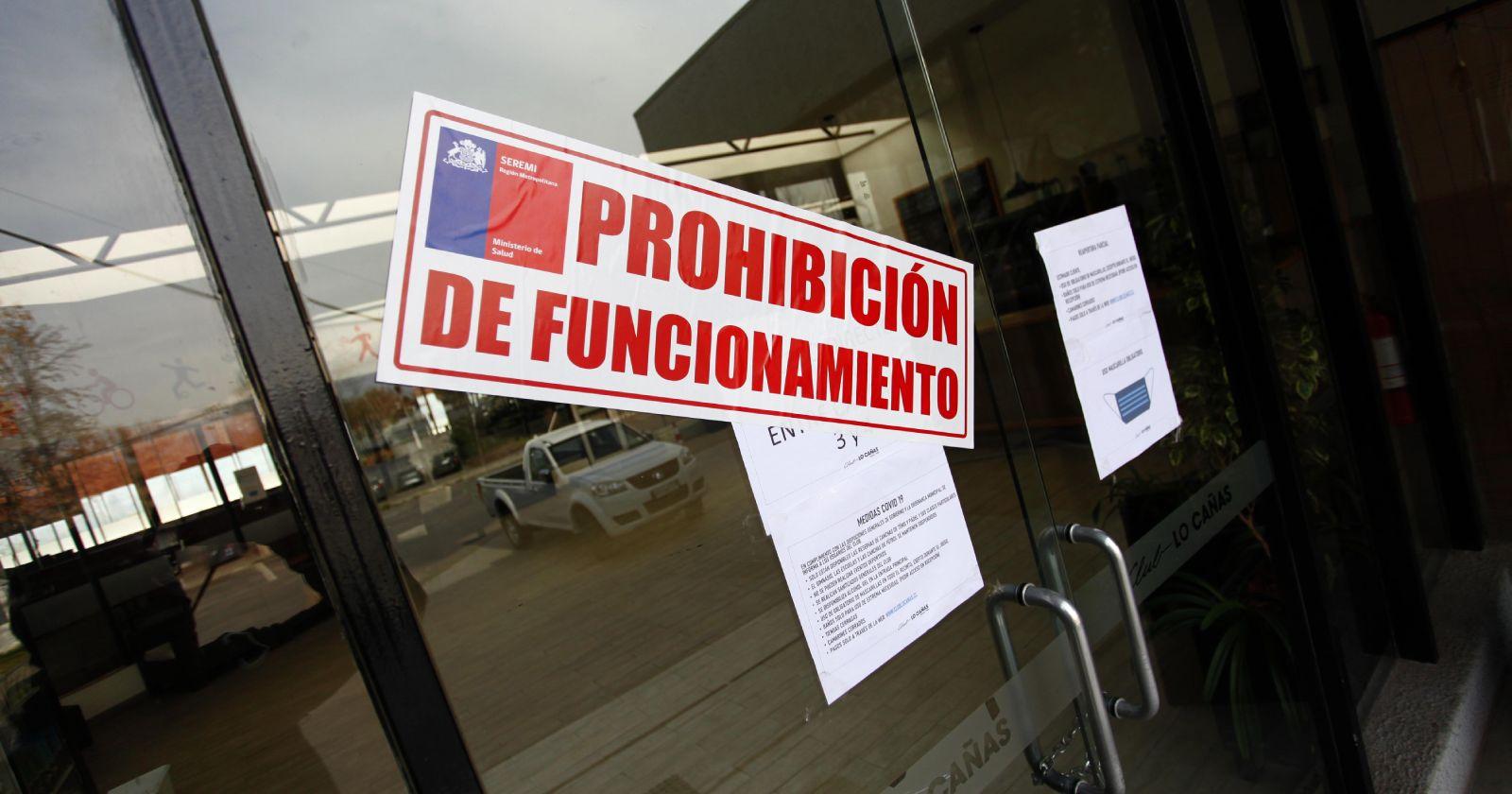 Clausuran local de comida rápida en Maipú: más de 70 personas intoxicadas con salmonella
