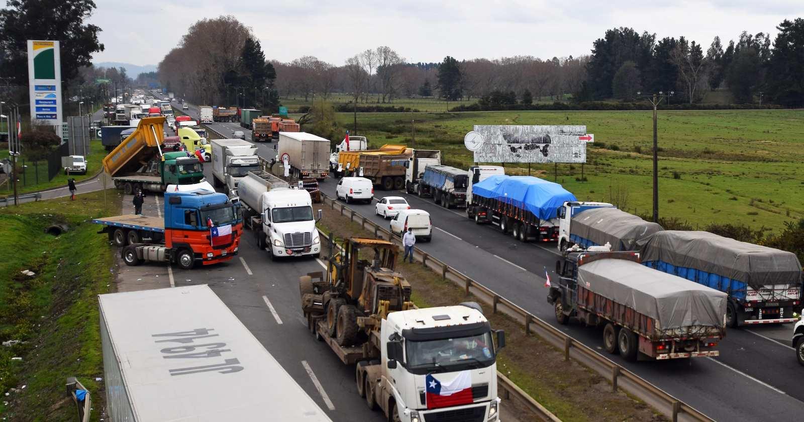 Camioneros ponen en duda acuerdo con el Gobierno tras salida de Víctor Pérez