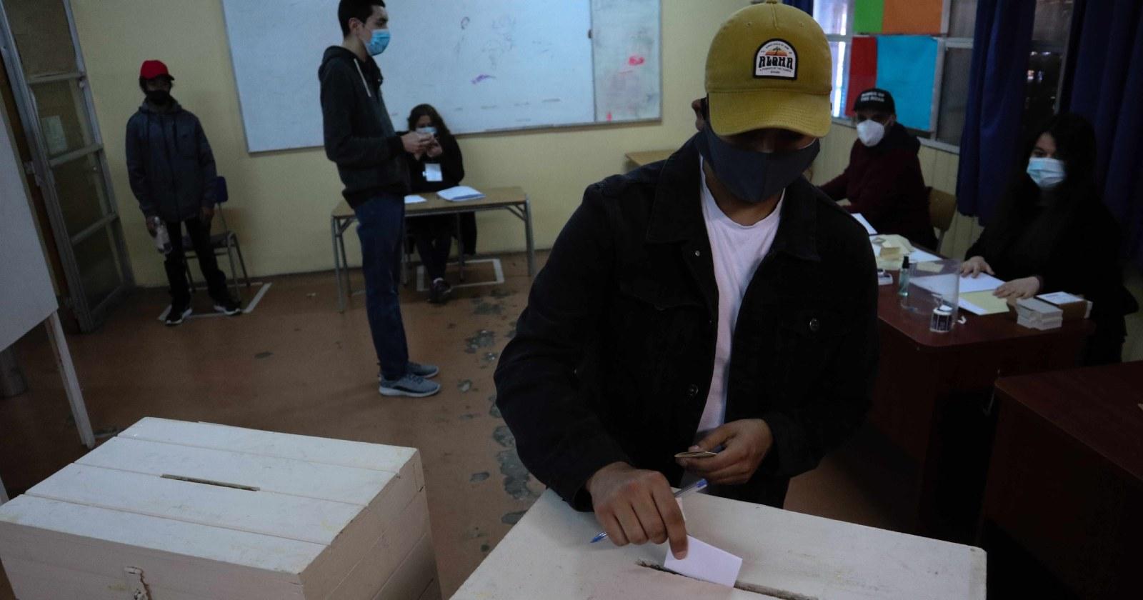 Oposición se divide ante proyecto que busca adelantar elecciones presidenciales