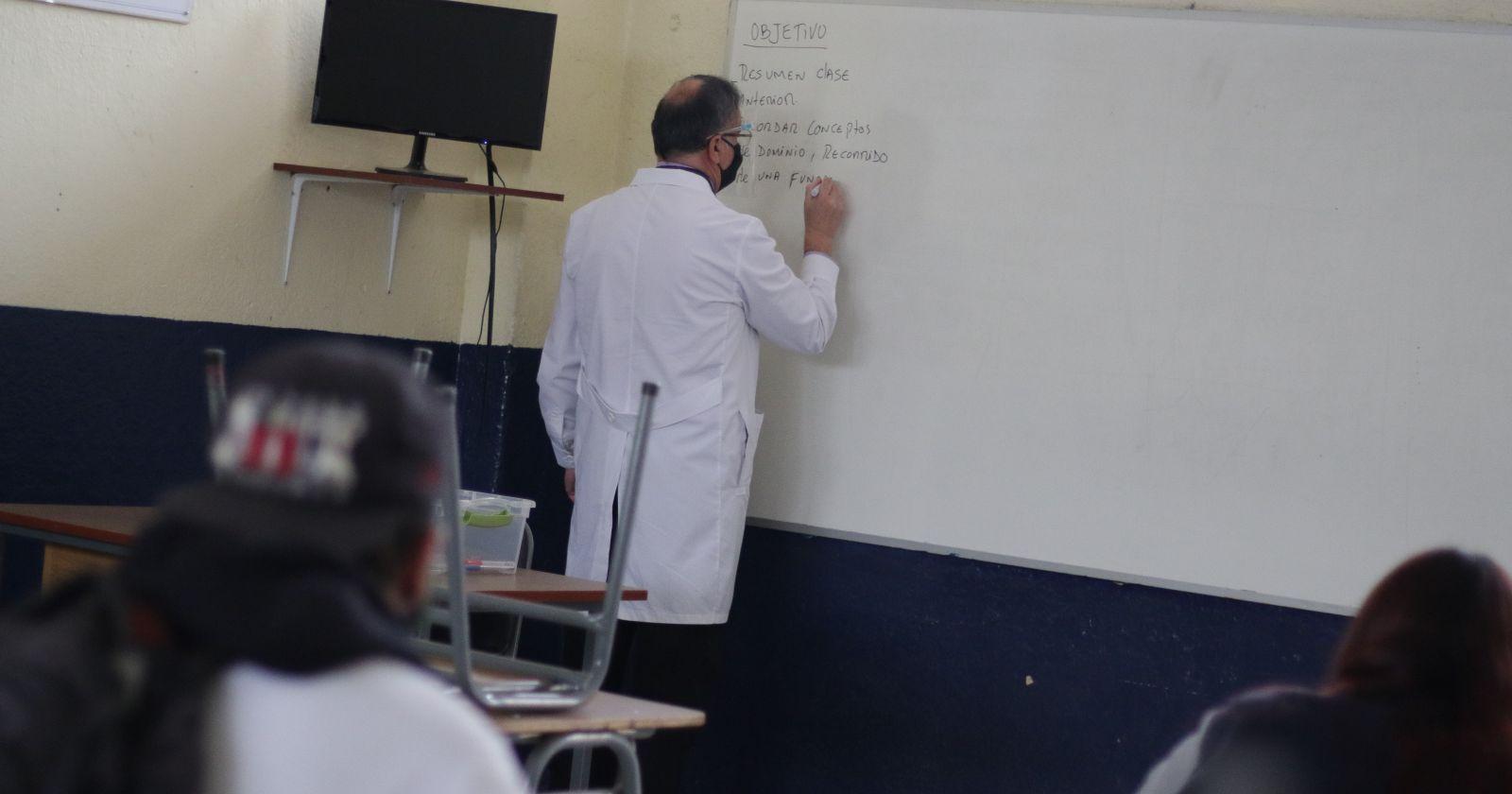 Minsal buscará incluir a los profesores entre los primeros destinatarios de la vacuna contra el COVID-19