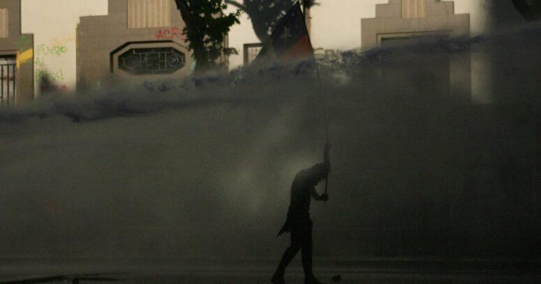Se registran incidentes en medio de manifestaciones en cercanías de La Moneda