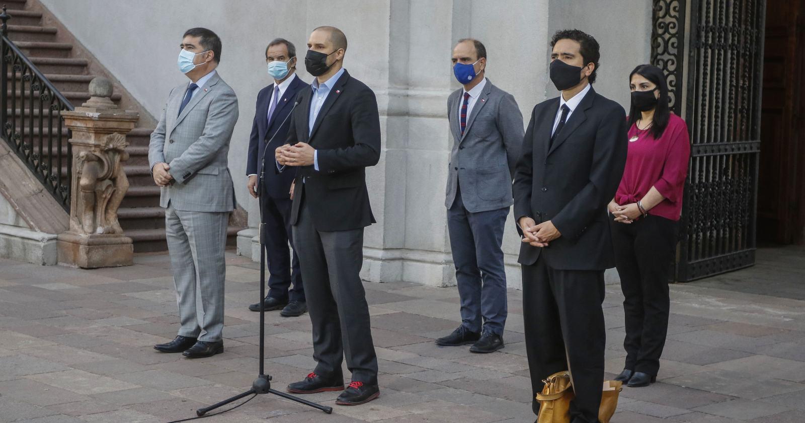 """""""Rechazarla es en favor de la democracia"""": el espaldarazo del comité político a Víctor Pérez frente a acusación constitucional"""
