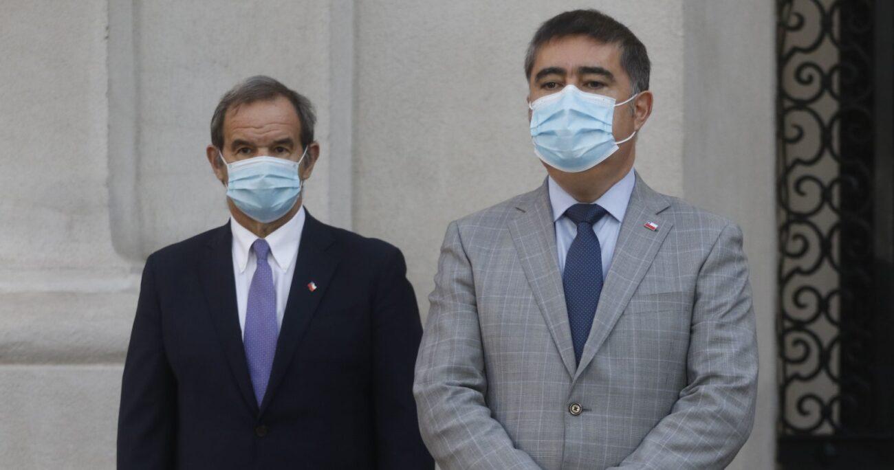 Andrés Allamand y Mario Desbordes durante declaración de apoyo al ex ministro Pérez: Fuente: Agencia Uno.