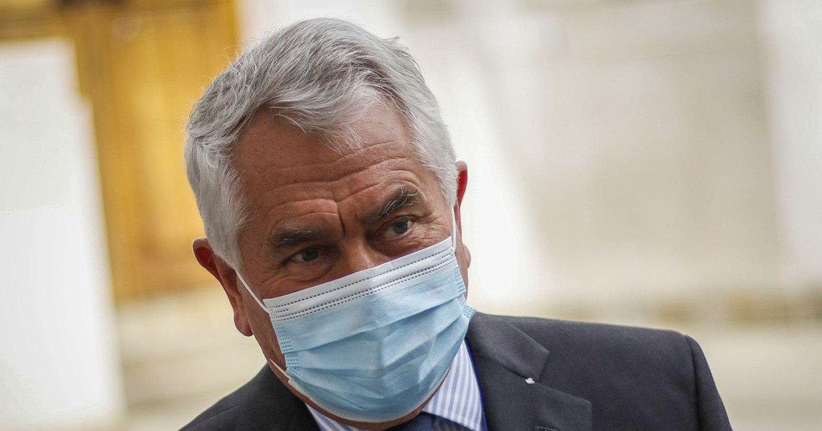 """""""Ministro Paris llamó a funcionarios de la salud en paro a"""