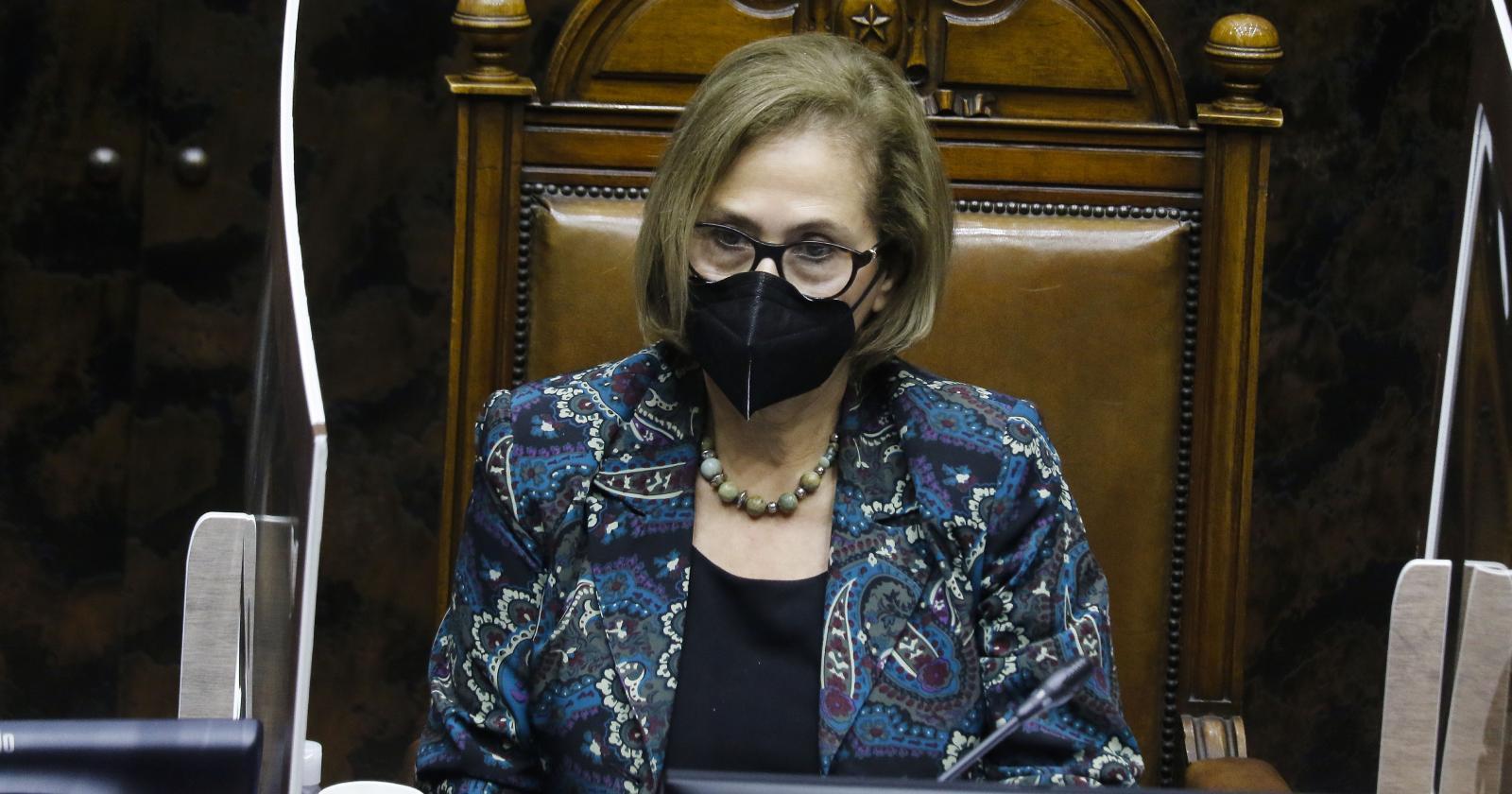 Adriana Muñoz responde ante eventual envío del segundo 10% al TC