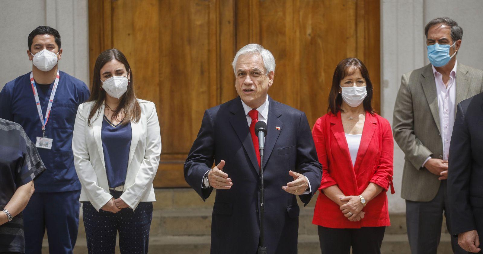 Piñera anuncia que ISP autorizó los ensayos de la vacuna de AstraZeneca