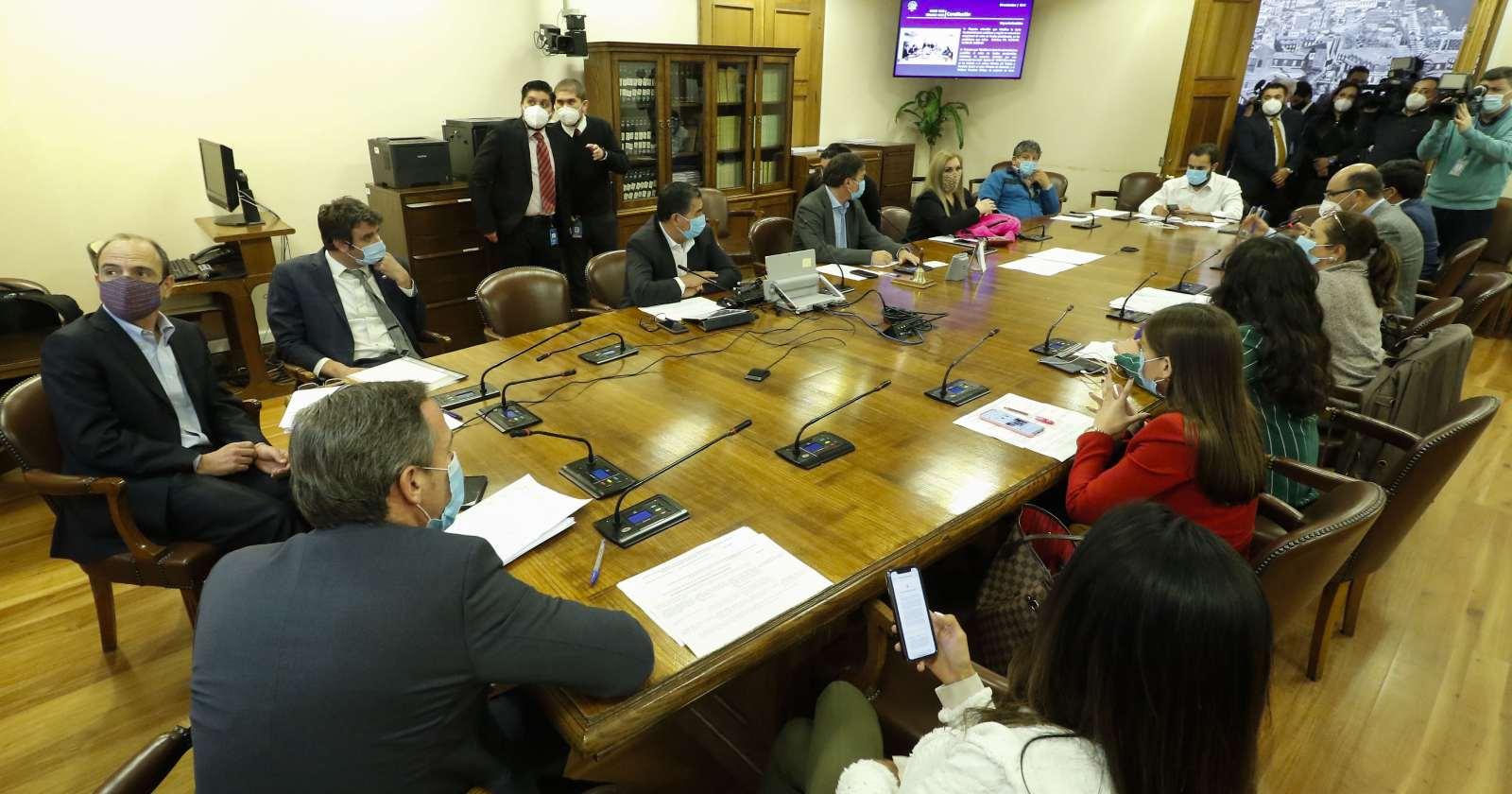 Comisión de Constitución aprueba que segundo retiro del 10% sea en una cuota