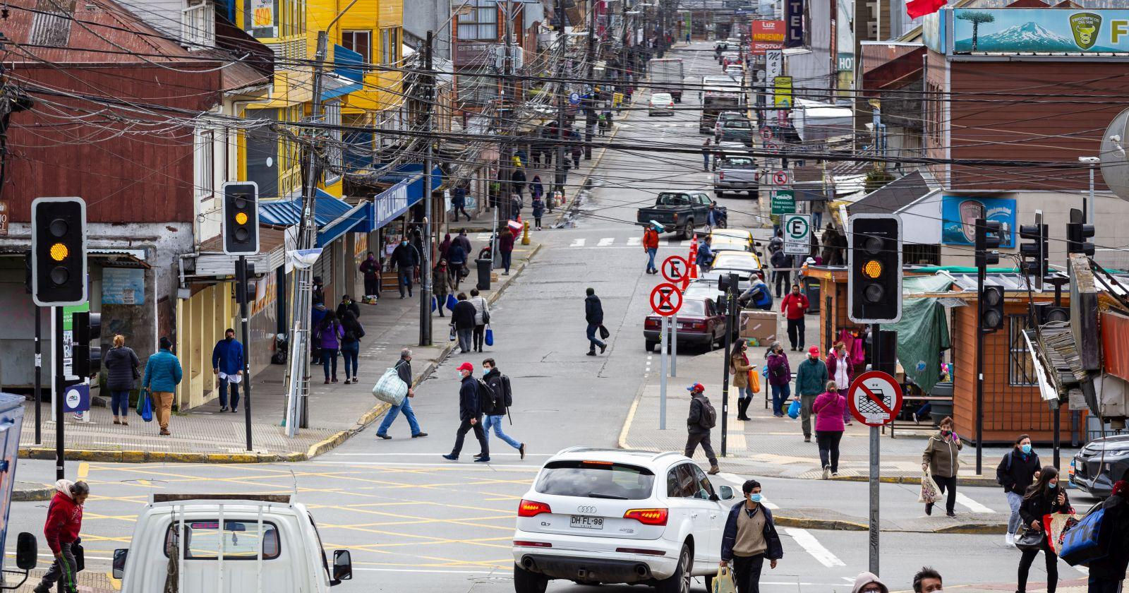 """""""No da para más"""": alcalde de Puerto Montt prepara apertura del comercio en cuarentena"""