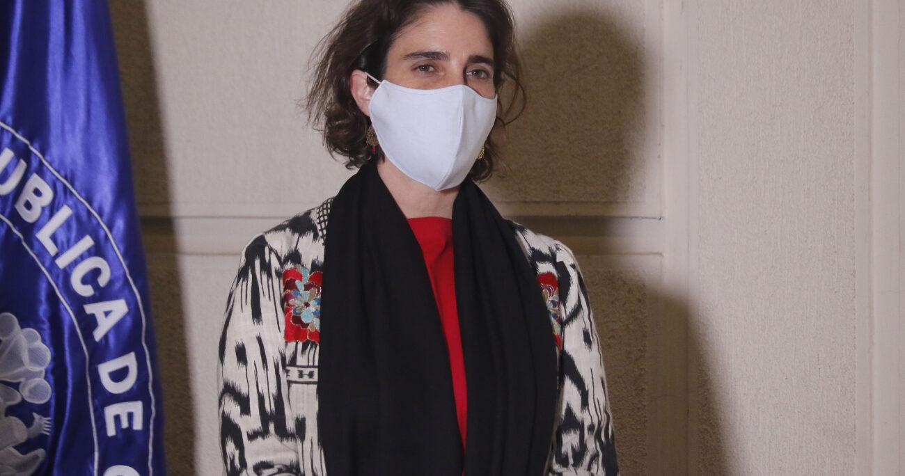 María José Zaldívar tras la aprobación del retiro de La Moneda en el Senado. Fuente: Agencia Uno.