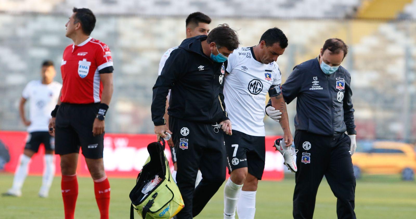 Esteban Paredes sufrió una fractura en el pie izquierdo y será baja para Colo Colo