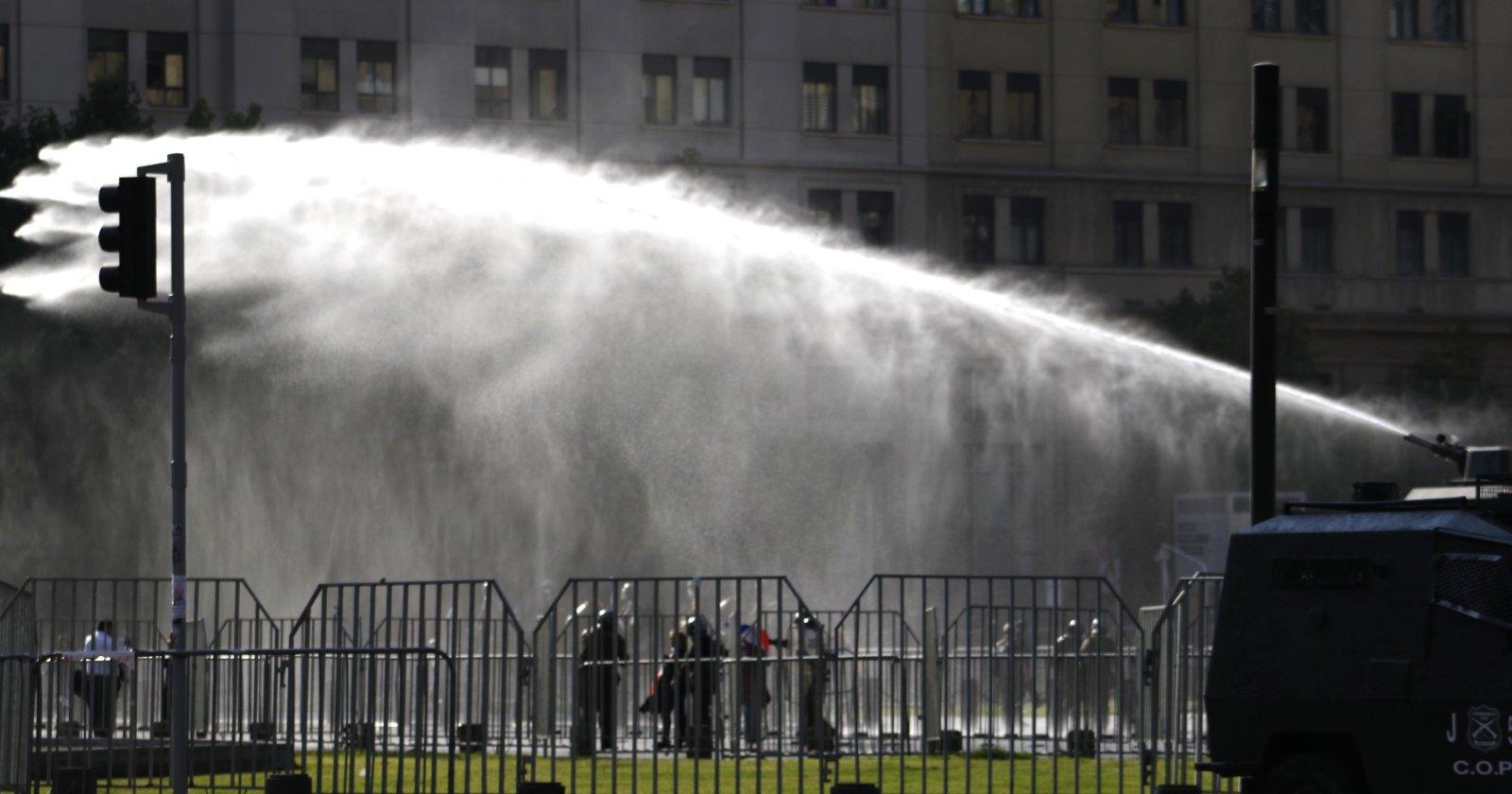 Metro cierra tres estaciones por manifestaciones en cercanías de La Moneda