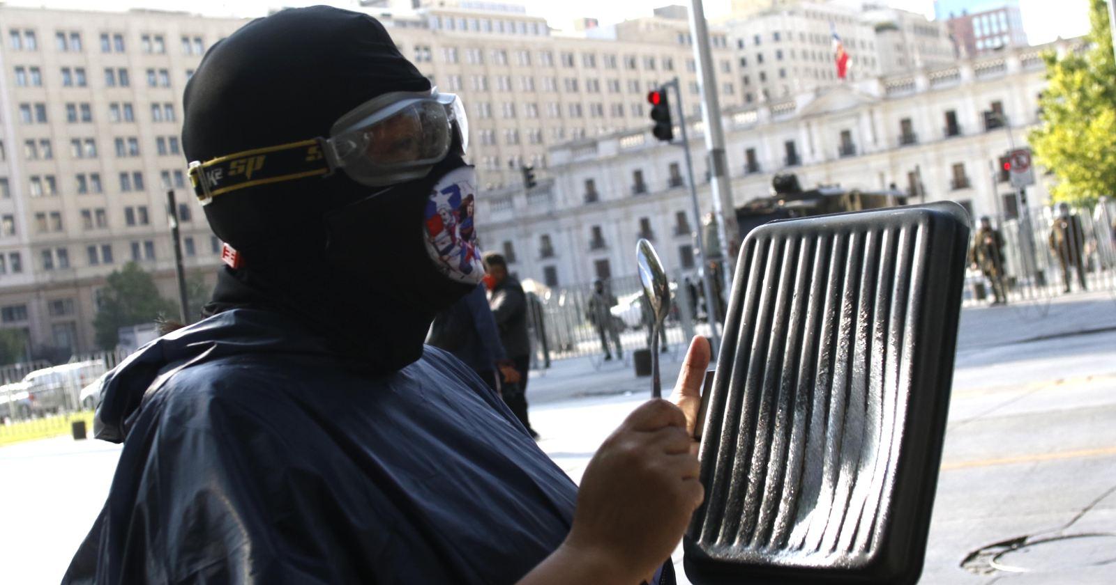 Nuevas protestas y manifestaciones se desarrollan cerca de La Moneda