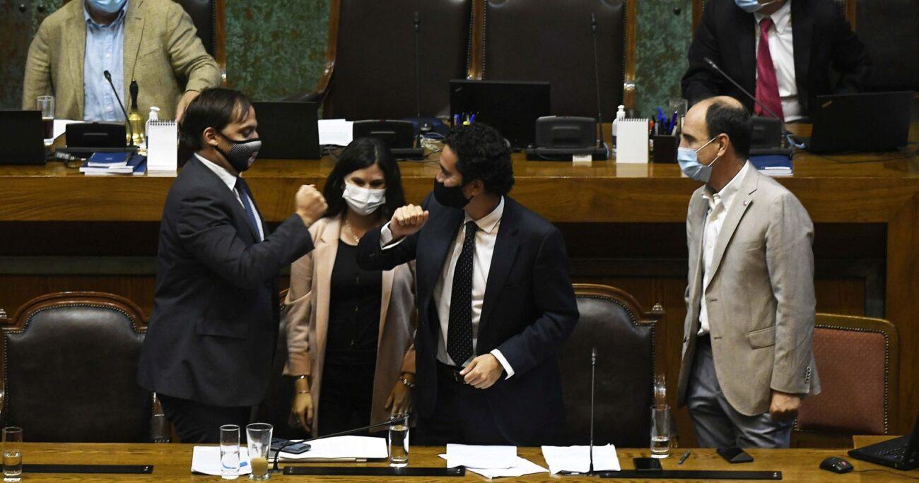 El ministro de Hacienda, Ignacio Briones, en la sala de la Cámara. (Foto: Agencia Uno)