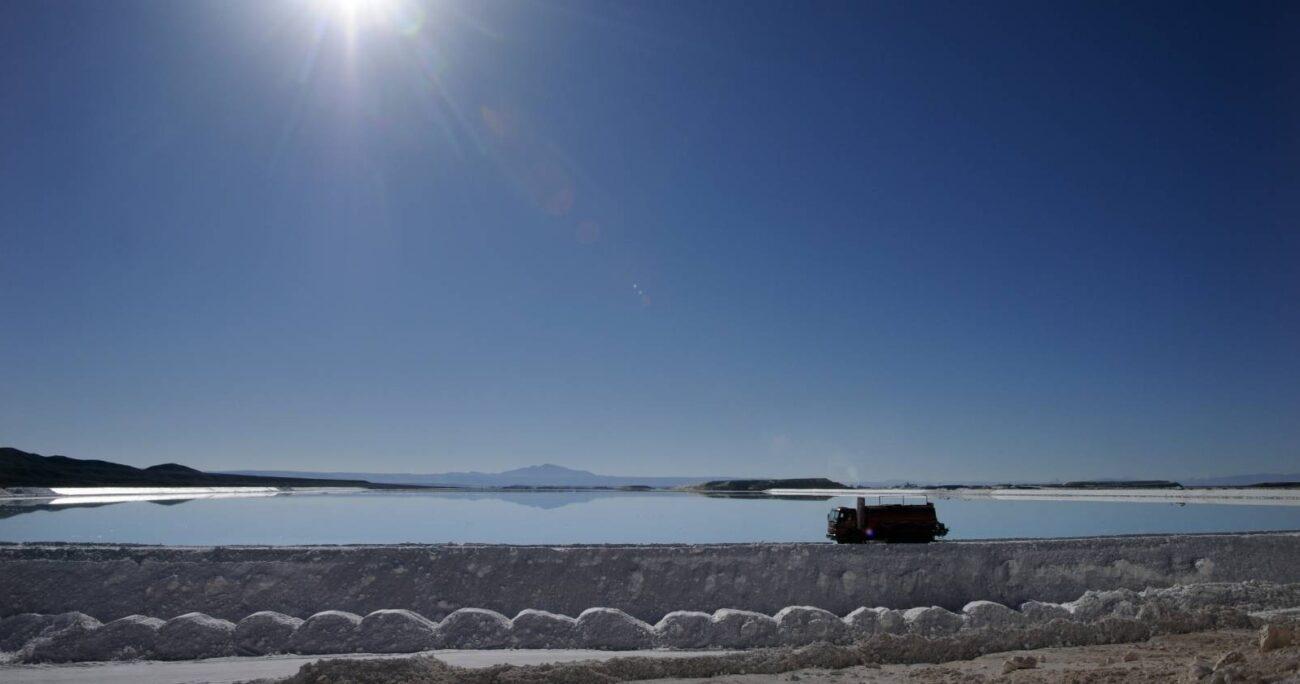 Plantas procesadoras de SQM y la Sociedad Chilena del Litio en el Salar de Atacama. Foto Agencia Uno.