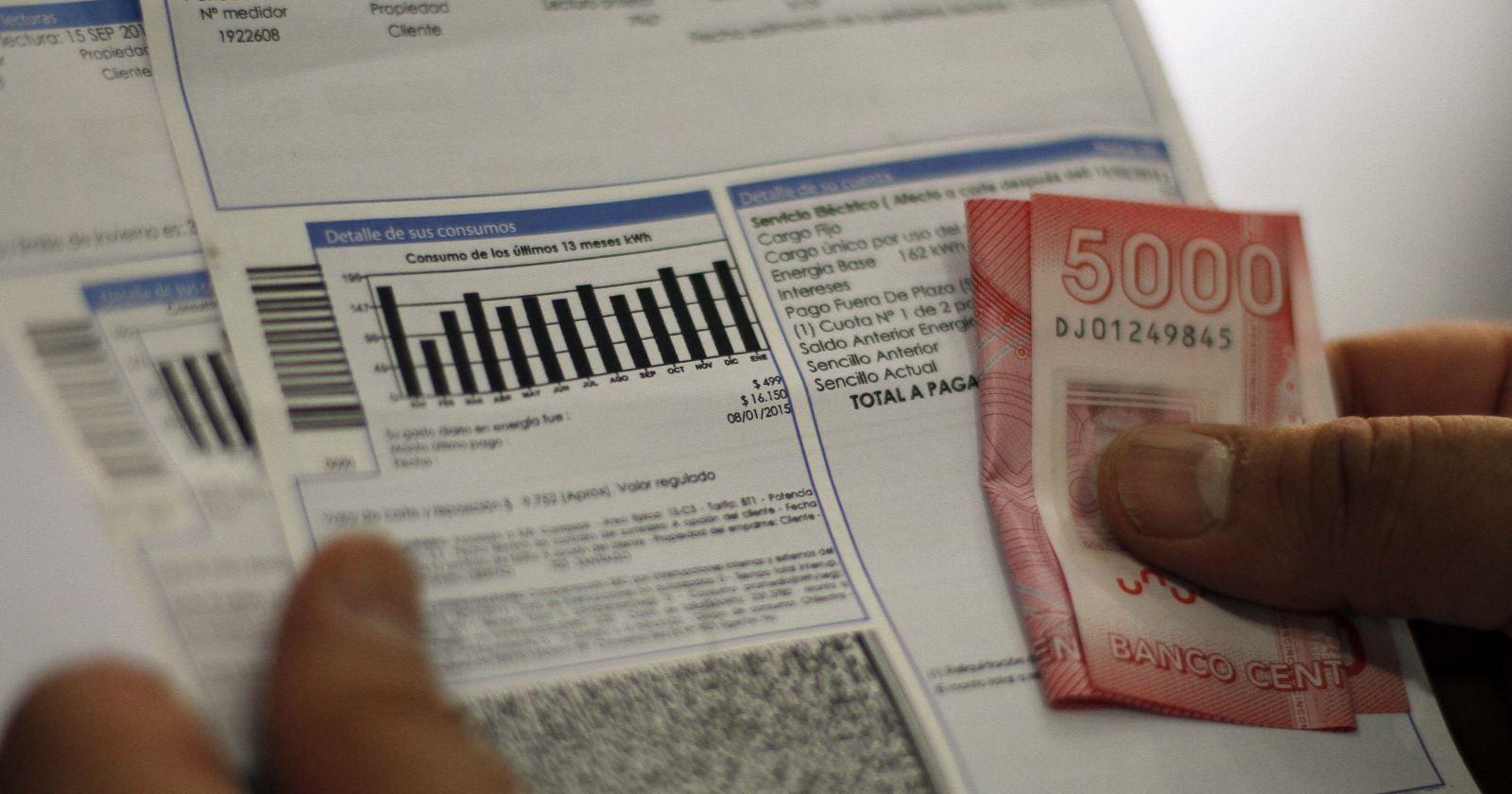 """""""Comisión de Economía aprueba extender ley que prohíbe corte de servicios básicos"""""""
