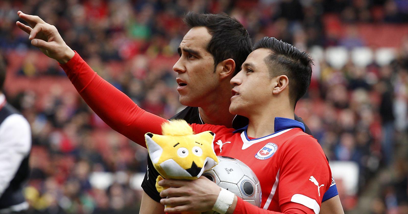 Claudio Bravo y Alexis Sánchez llegaron a Chile para jugar en las clasificatorias