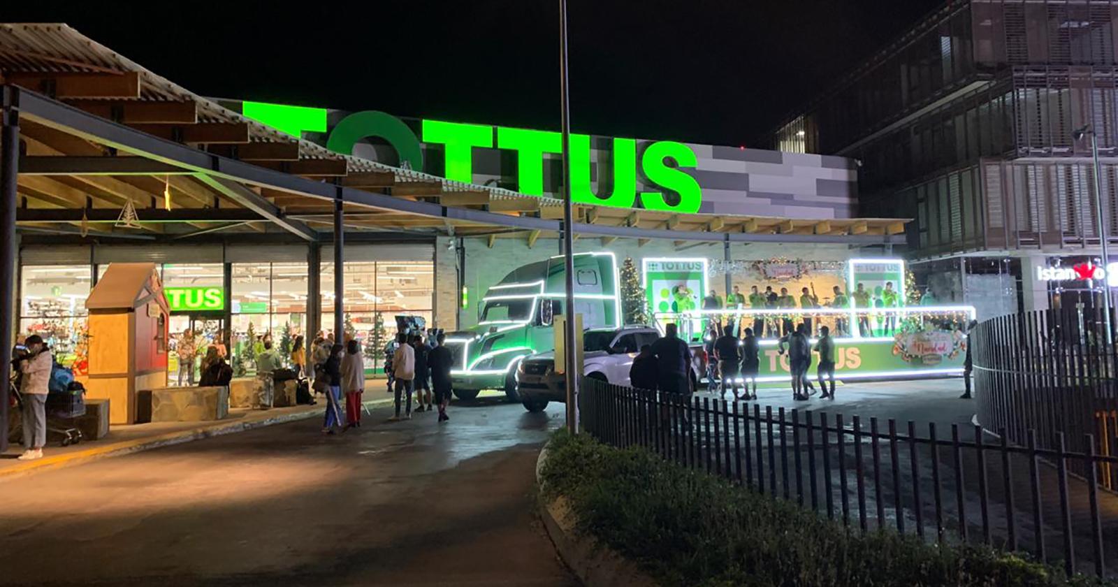 """""""Cumbiancicos"""", la campaña navideña de Tottus protagonizada por Tommy Rey"""
