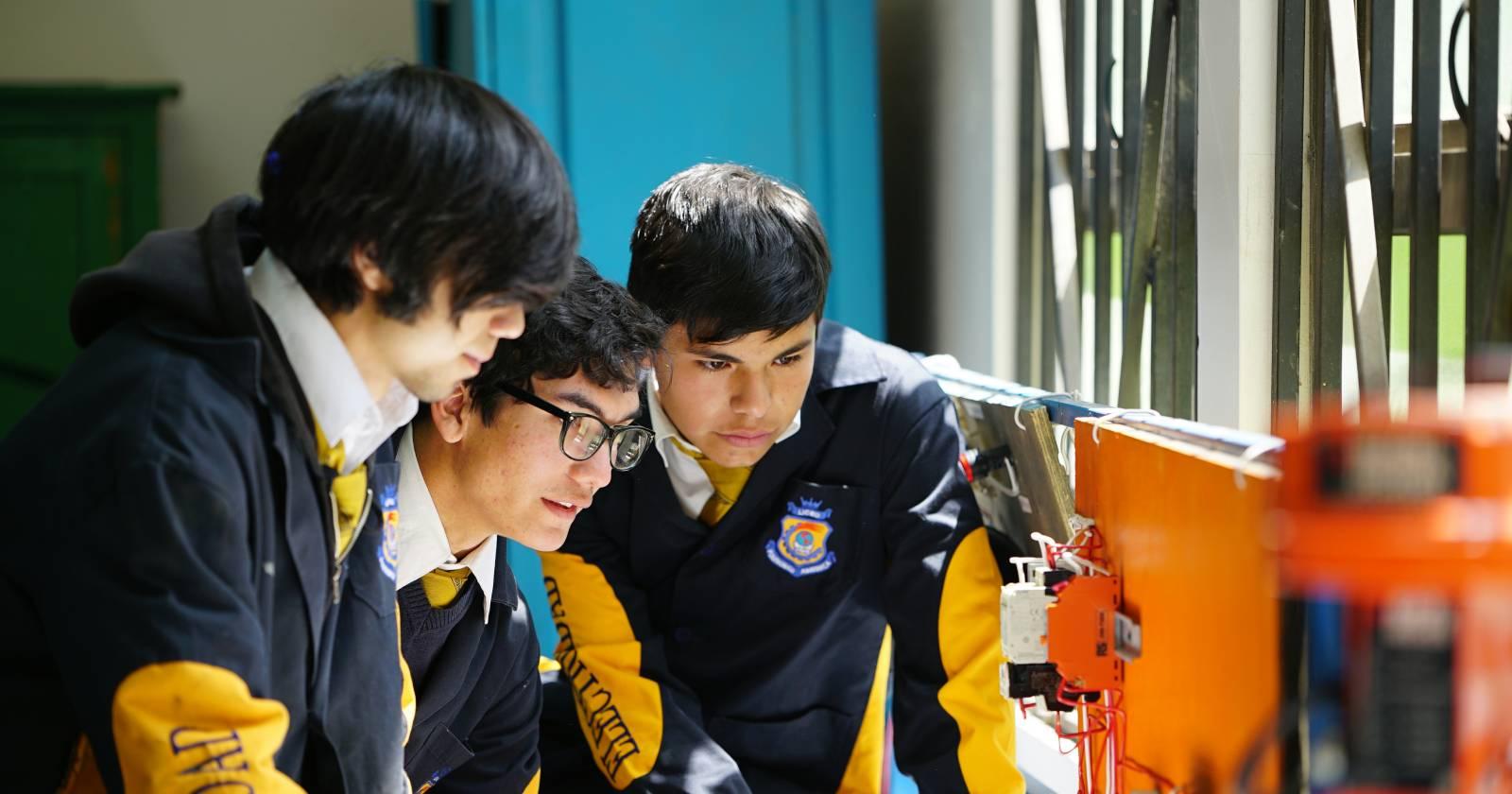 Modelo Pionero: el sistema que busca transformar los liceos en centros de innovación y que rescata el programa Misión Educar