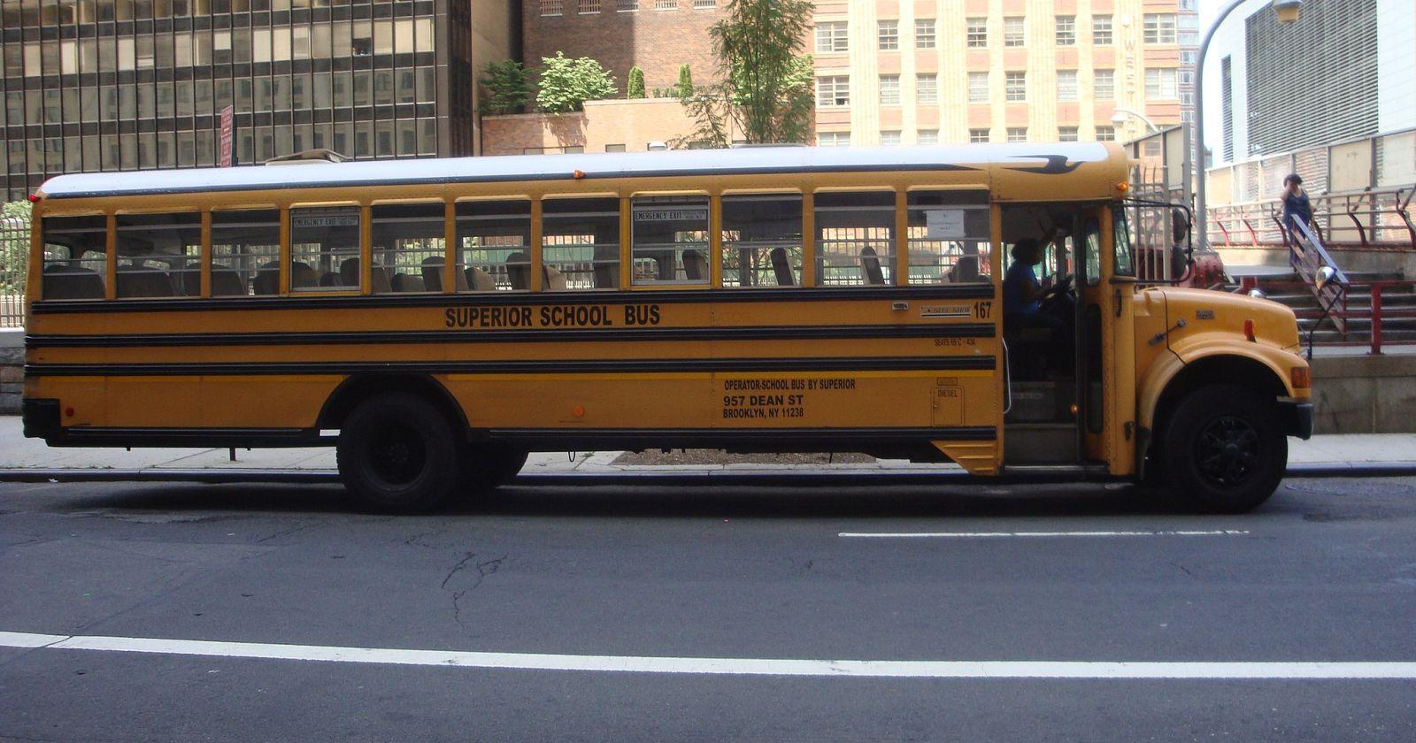 Nueva York cerrará sus escuelas públicas por el aumento de casos de COVID-19