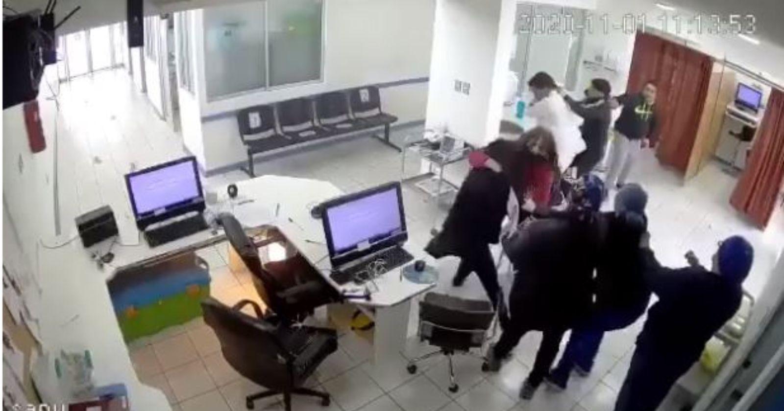 VIDEO – La violenta agresión a funcionarios de SAPU en La Serena