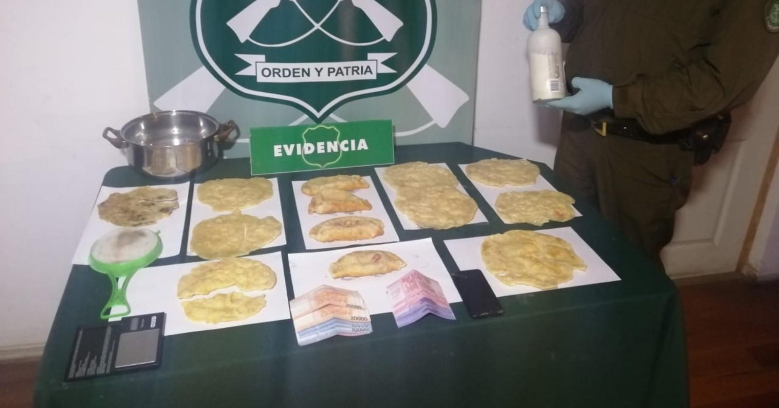 """""""Gastronomía voladora: detienen a sujetos que vendían empanadas y sopaipillas de marihuana"""""""