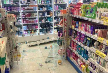 VIDEO – Tres detenidos por saqueo a farmacia en Santiago